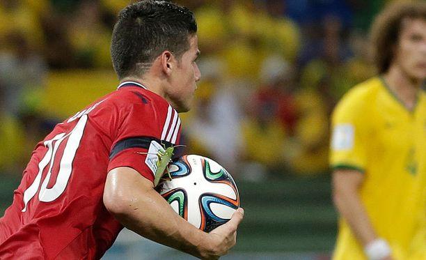 James Rodriguez tuuletti ötökän kanssa maaliaan.