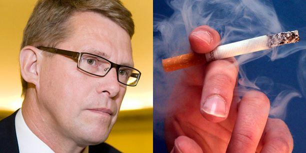 Säästöstä huolimatta Vanhanen kannustaa suomalaisia jättämään tupakoinnin.
