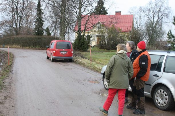 Pääkaupunkiseudun Etsintä ry teki havaintoalueella etsintää maastossa ja autiotalojen piha-alueilla. Etsintään osallistui muutamia vapaaehtoisia ja kaksi koiraa, joista toinen on ruumiskoirakoulutettava Bonita.