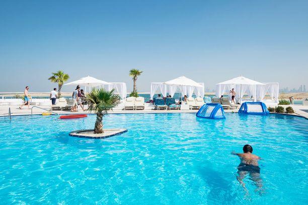 Libanonin mukaan nimetyllä tekosaarella sentään toimii hotelli.