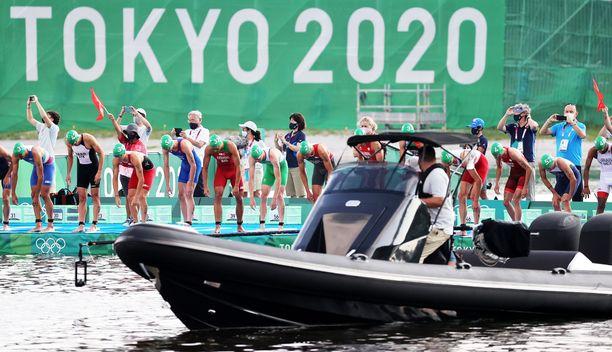 Tv-kuvausryhmän vene blokkasi ensimmäisessä startissa.