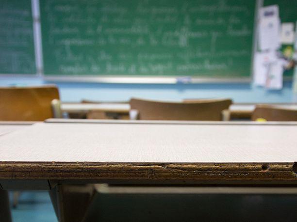 Ruotsissa 20-vuotiaan lukiolaisen epäillään raiskanneen opettajansa luokkahuoneessa. Kuvituskuva.