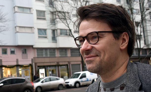 Vihreiden puheenjohtaja Ville Niinistö kehuu kansanedustaja Pekka Haavistoa ja kritisoi kokoomusta.