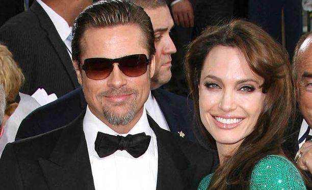 Angelina Jolie ja Brad Pitt ovat olleet naimisissa vuodesta 2014 asti, mutta he ovat pitäneet yhtä jo liki 10 vuotta.