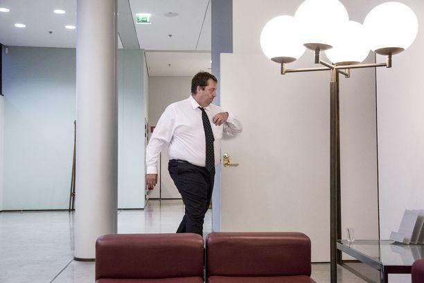 Mika Raatikainen on perjantaina työmatkalla Italiassa, kun hallintarekisterilaista äänestetään eduskunnassa. Raatikainen kertoo, että hän olisi äänestänyt lakiesitystä vastaan.