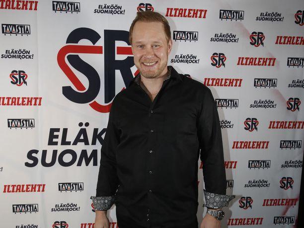 Janne Niinimaa soitti palkinnosta Metallican James Hetfieldille