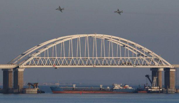 Venäjä otti alukset haltuun Kertšinsalmella vuosi sitten.