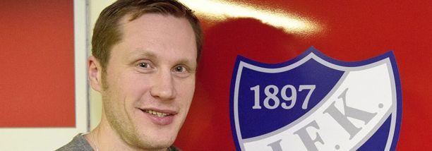 Hannes Hyvönen hyökkää HIFK:n kolmosketjussa.
