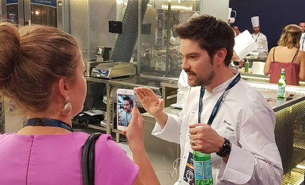 Ruotsalainen tv-kokki Jessica Frej haastatteli Henri Alénia kisapäivän tuoksinassa.