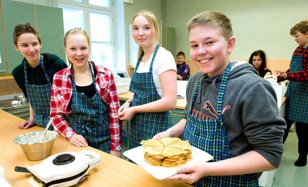 Kotitalouden opetus on tulevaisuudessa mahdollista aloittaa jo alakoulussa. Kuvassa Tampereen klassillisen koulun oppilaita vuonna 2012.