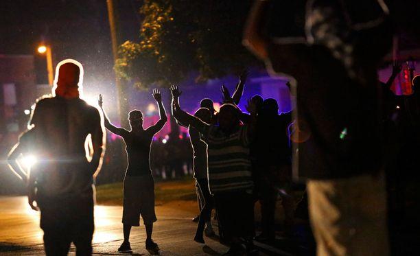 Fergusonin poliisia on arvosteltu laajasti.