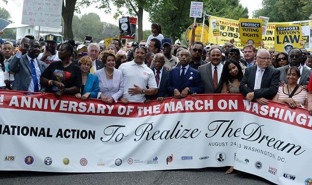Aseettoman mustan nuorukaisem ampuminen johti Yhdysvalloissa maanlaajuisiin mielenosoituksiin.