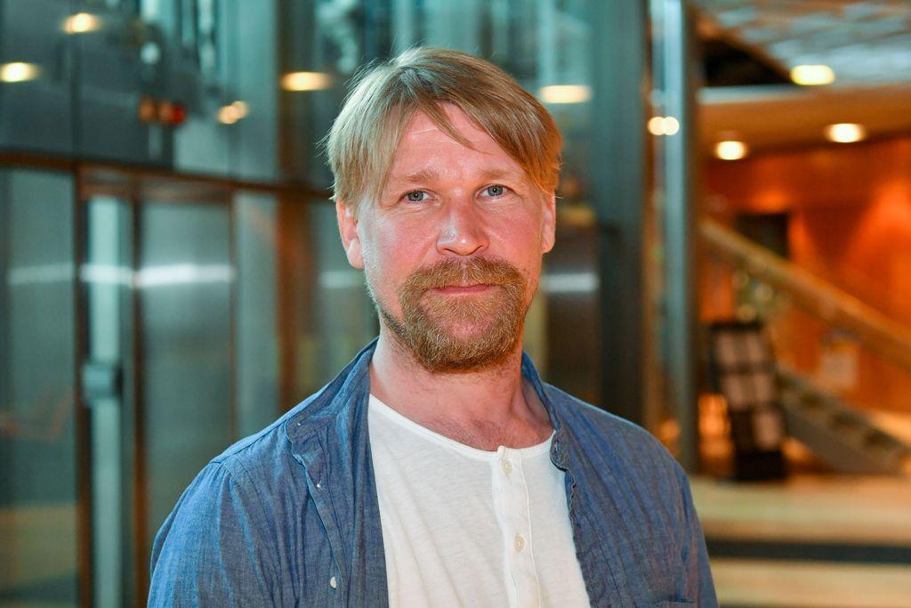 """Matti Ristinen jännitti aiemmin rooliaan Syke-sarjassa: """"Mietin, olenko siinä tarpeeksi uskottava"""""""