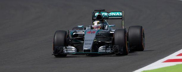 Lewis Hamilton oli lauantain vapaiden harjoitusten nopein kuski.