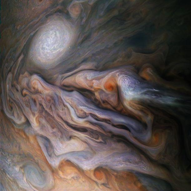 Kuvat Jupiterin pilvistä ovat kuin abstrakteja maalauksia.