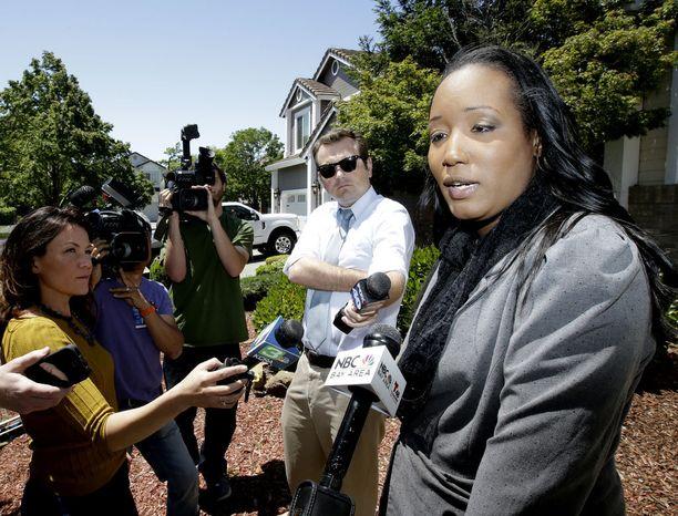 Kymmenlapsisen perheen äiti Ina Rogers puhui toimittajille maanantaina.