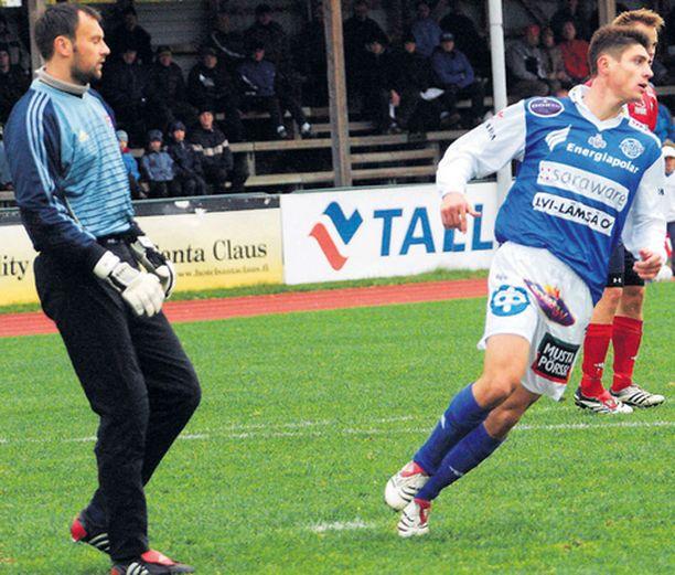 FC Atlantiksen maalivahti Aleksandr Mistshukin (vas.) epäillään torjuneen vedonlyöntirahat mielessä.