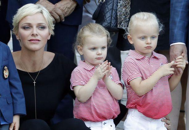 Näin kokeneesti prinsessa Gabriella ja prinssi Jacques edustivat äitinsä kanssa syyskuussa 2017.