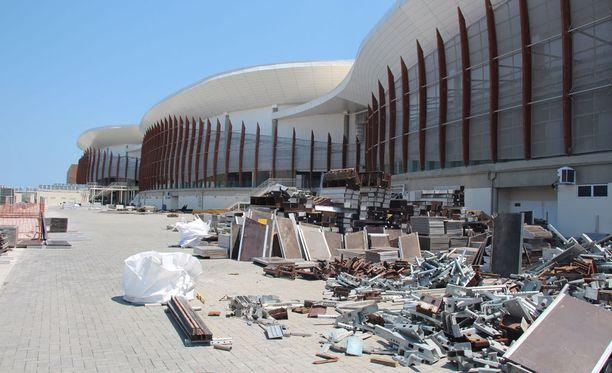 Barran olympiapuisto on nyt monin paikoin täynnä ryönää ja purkujätettä.