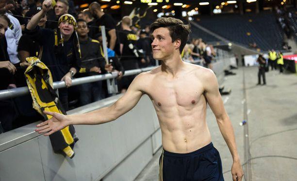Sauli Väisänen hyvästeli AIK:n kannattajat heinäkuussa.