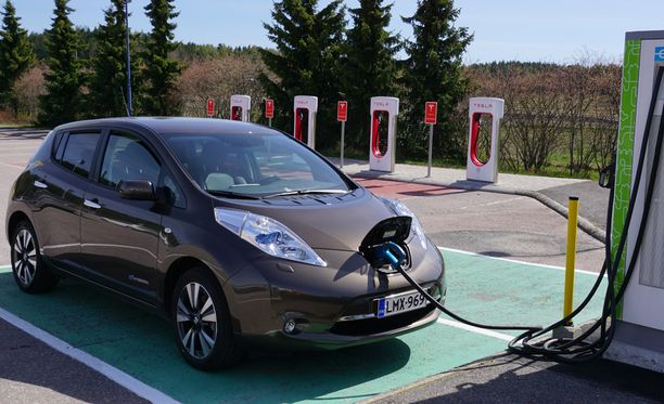 AKL:n toimitusjohtajan mukaan päästörajaa voitaisiin laskea 100 grammaan kilometriltä.