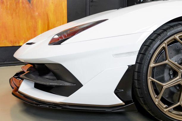 Lamborghini tuli autoliikkeelle eurooppalaisten kontaktien kautta.