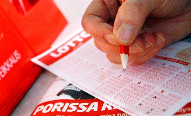 Kaikkien mahdollisten lottorivien täyttämisessä riittäisi työsarkaa.