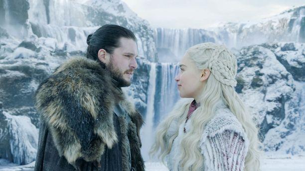 Jon Nietos (Kit Harington) ja Daenerys Targaryen (Emilia Clarke) kohtasivat toisensa myös makuuhuoneessa Game of Thrones -sarjan edellisellä kaudella.