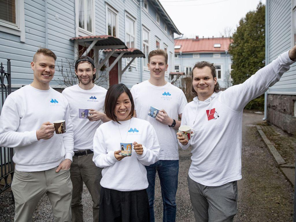 Eemil, Ville, Mahoko, Rasmus ja Joonas pyörittävät Mukilaaksoa.