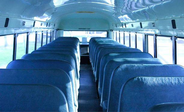 Naisen kertomuksen mukaan bussikuski ehdotti hänelle tyhjässä linja-autossa kesken matkan, että he harrastaisivat seksiä takapenkillä. Kuvituskuva.