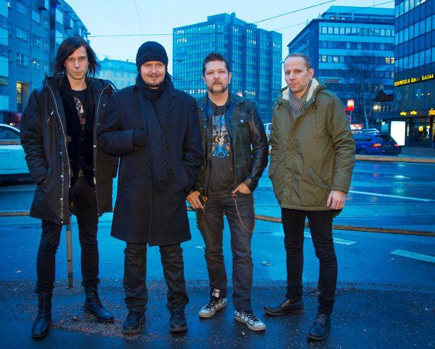Happoradio-yhtye poseerasi Iltalehdelle 2014.