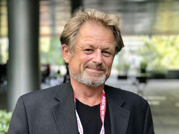 Karl Erik Lundin mukaan sähkösavukkeita on käytetty vasta suhteellisen vähän aikaa, joten pitkäaikaisen käytön riskejä tunnetaan huonosti.