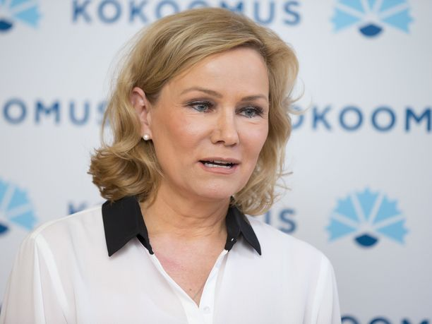 Eija-Riitta Korhola kertoo saaneensa kiristyskirjeen.