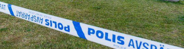Poliisi on tehnyt teknistä tutkintaa rikospaikalla. (Kuvituskuva)