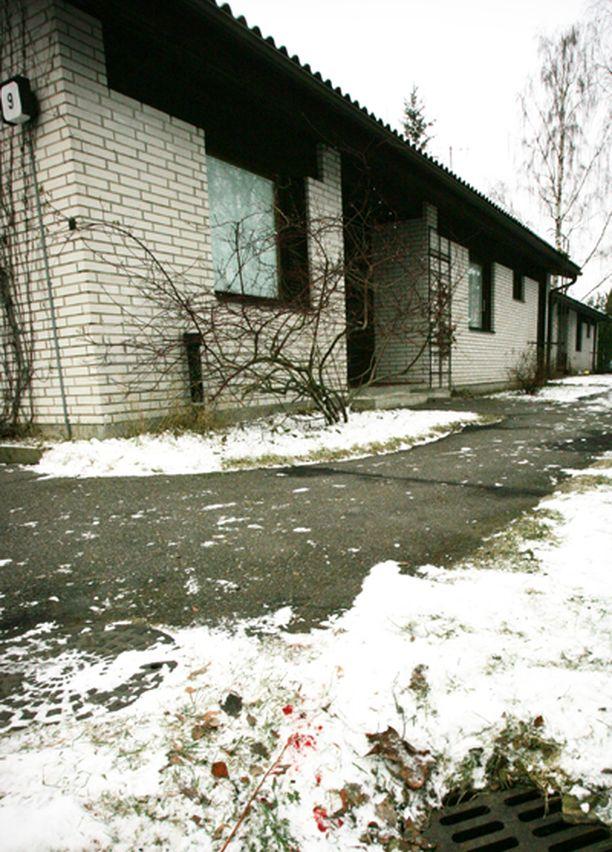 24-vuotias korkeakouluopiskelija tunkeutui ex-naisystävänsä vanhempien kotiin ja surmasi naisen Vesalassa Itä-Helsingissä.