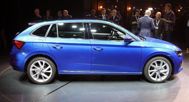 Scalan sivuprofiilissa voi nähdä Audin Sportbackin tai nykyisen Rapidin linjoja.