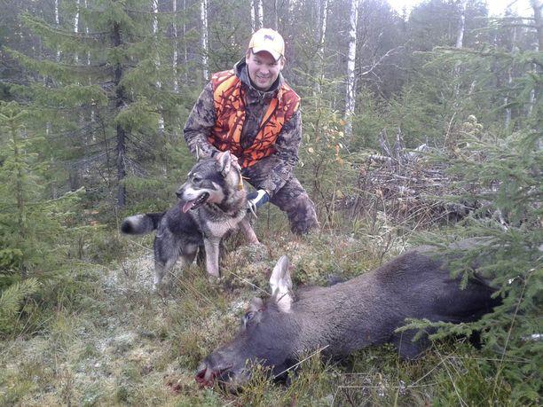 Janne Hyvönen kaatoi vuonna 2009 todella suuren hirven.