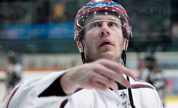Hannes Hyvönen on peliäijä.