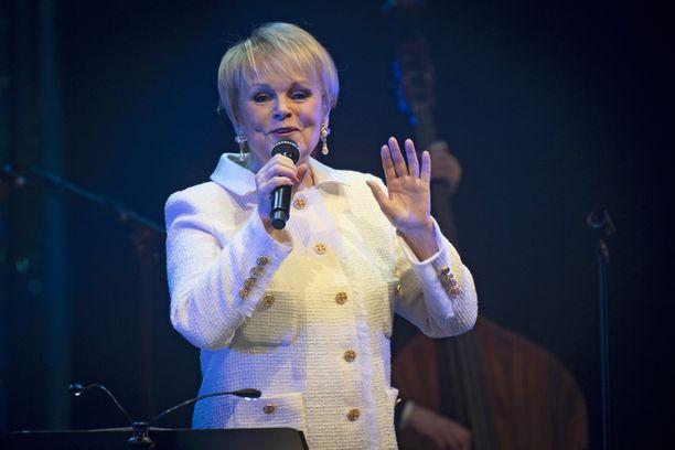 Katri Helenan heleä ääni uppoaa suomalaisiin jo kolmannessa polvessa.