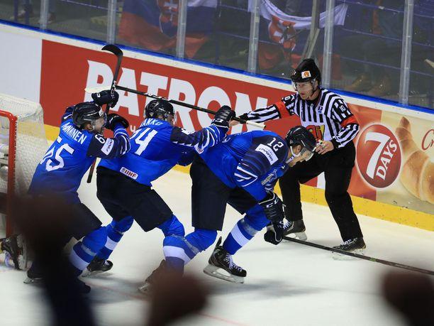 Marko Anttila survoi Suomen tasoihin kolmannen erän lopussa.