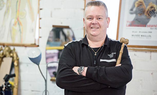Huutokauppayrittäjä Aki Palsanmäkiä vastaan ei nosteta syytteitä.