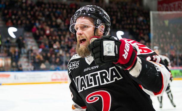 Mikko Mäenpää keräsi avauserässä tehot 0+2.