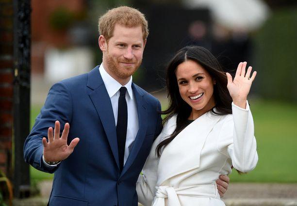 Prinssi Harry kosi Meghan-rakastaan kesken ruoanlaiton.