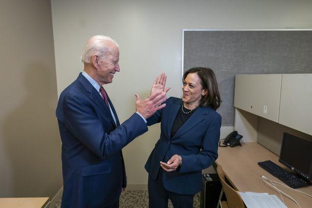 Joe Biden (vas.) ja Kamala Harris (oik.) aloittavat yhteisen presidenttikisan.
