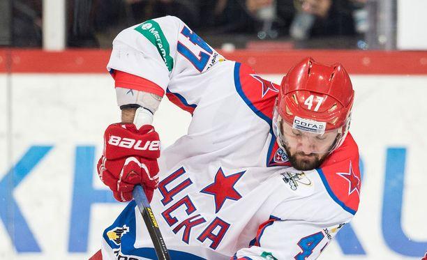 ZSKA-tähti Aleksandr Radulov oli tulta ja tappuraa SKA-sarjan avausosassa.