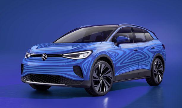 Volkswagen ID.4:n muotoilun piirteet ovat jo melko hyvin näkyvissä kevyestä  naamioinnista  huolimatta..