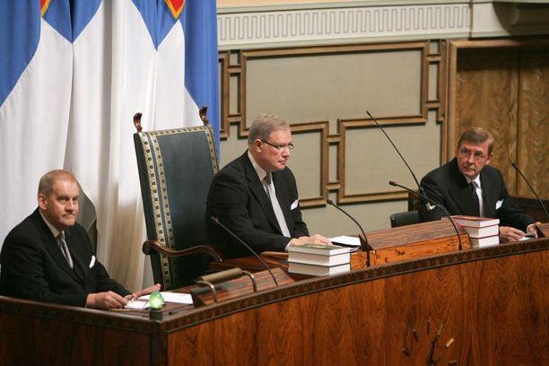 Paavo Lipponen piti toimittajat nuhteessa eduskunnassa, niin puhemiehenä kuin pääministerinä.