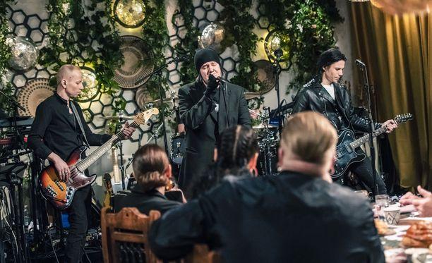 Aki Tykki esiintyi Happoradion kanssa Vain elämää -ohjelmassa Kasmirin päivänä.