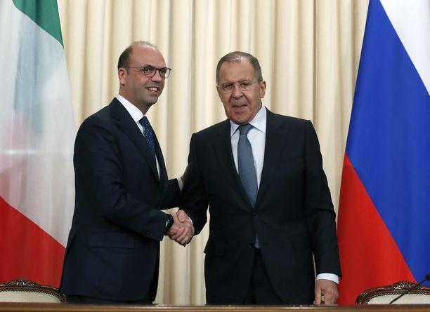 Venäjän ulkoministeri Sergei Lavron (oikealla) kertoi tarkkalijoista tavattuaan Italian pääministeri Angelino Alfanon Moskovassa torstaina.