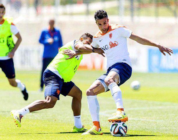 Robin van Persie valmistautuu Hollannin kanssa Brasilian MM-kisoihin.